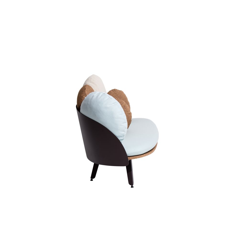 https://res.cloudinary.com/clippings/image/upload/t_big/dpr_auto,f_auto,w_auto/v1528791783/products/nubilo-sofa-petite-friture-constance-guisset-studio-clippings-10473151.jpg