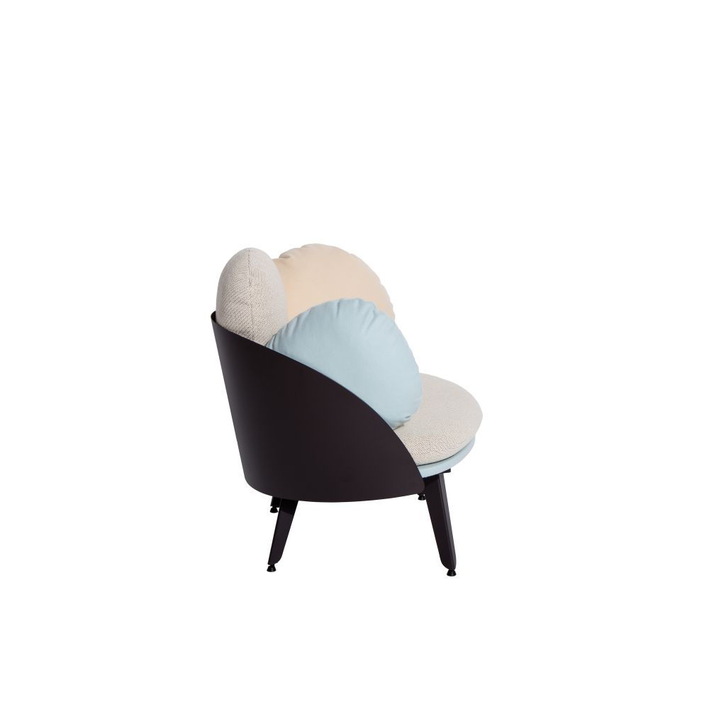 https://res.cloudinary.com/clippings/image/upload/t_big/dpr_auto,f_auto,w_auto/v1528882529/products/nubilo-armchair-petite-friture-constance-guisset-studio-clippings-10478741.jpg