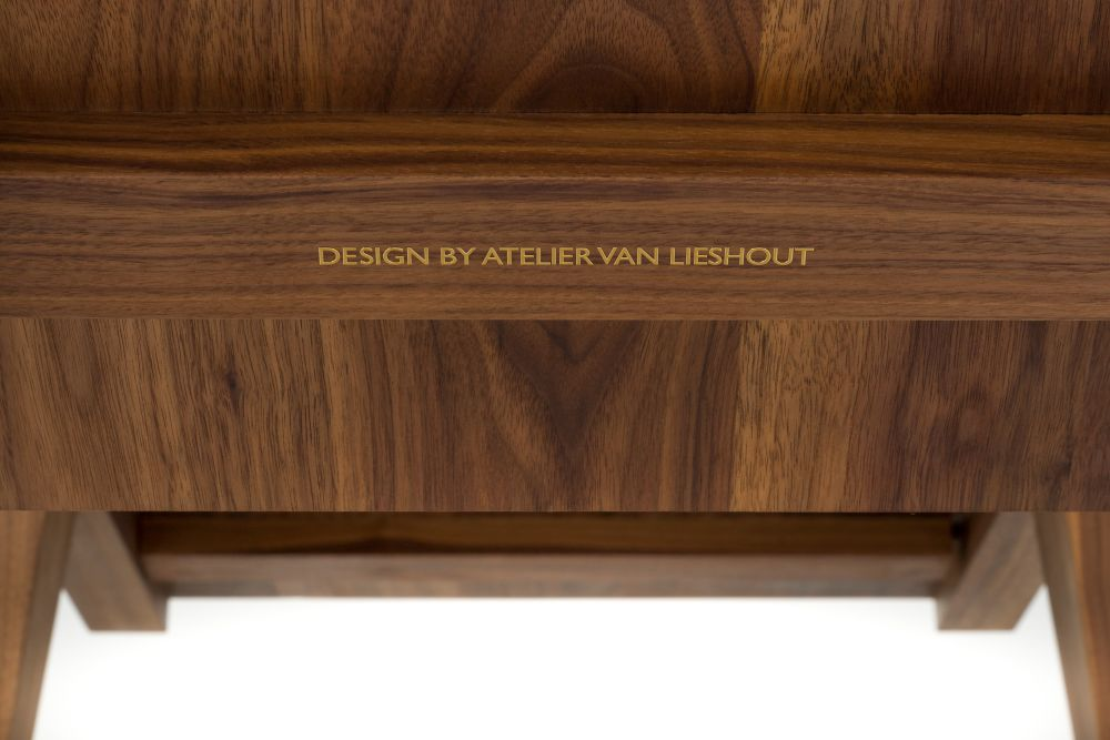 https://res.cloudinary.com/clippings/image/upload/t_big/dpr_auto,f_auto,w_auto/v1531471439/products/liberty-lounger-moooi-atelier-van-lieshout-clippings-10622831.jpg