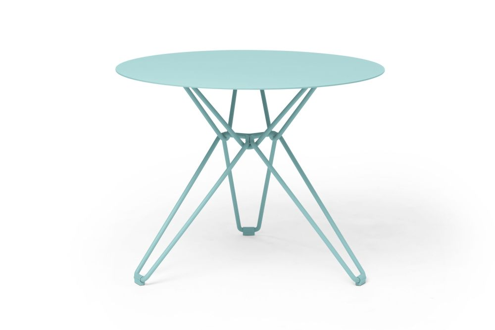 https://res.cloudinary.com/clippings/image/upload/t_big/dpr_auto,f_auto,w_auto/v1532601001/products/tio-round-dining-table-massproductions-clippings-10687661.jpg