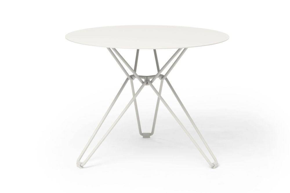 https://res.cloudinary.com/clippings/image/upload/t_big/dpr_auto,f_auto,w_auto/v1532601001/products/tio-round-dining-table-massproductions-clippings-10687761.jpg