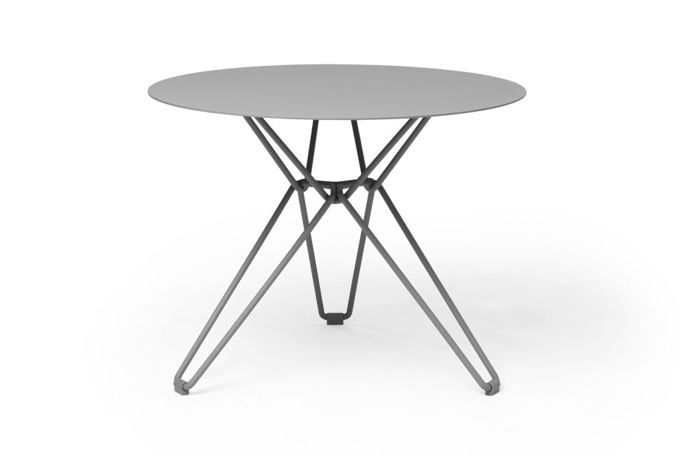 https://res.cloudinary.com/clippings/image/upload/t_big/dpr_auto,f_auto,w_auto/v1532601004/products/tio-round-dining-table-massproductions-clippings-10687771.jpg
