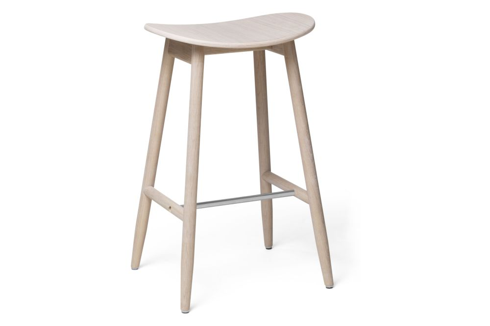 https://res.cloudinary.com/clippings/image/upload/t_big/dpr_auto,f_auto,w_auto/v1532680125/products/icha-bar-stool-massproductions-clippings-10691011.jpg