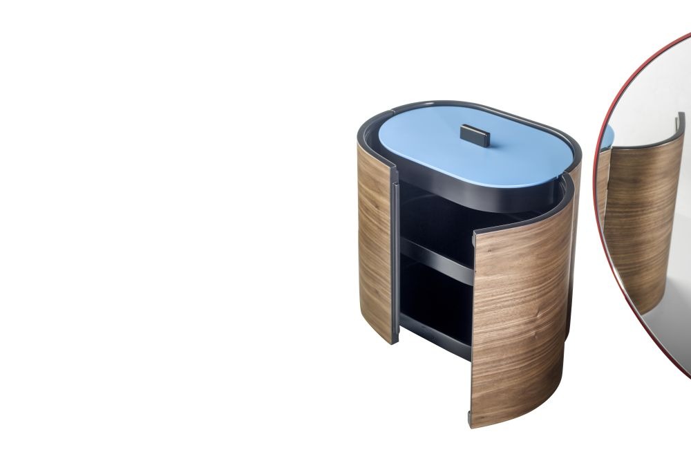 https://res.cloudinary.com/clippings/image/upload/t_big/dpr_auto,f_auto,w_auto/v1533195223/products/chandlo-dressing-table-with-stool-bd-barcelona-clippings-10707511.jpg