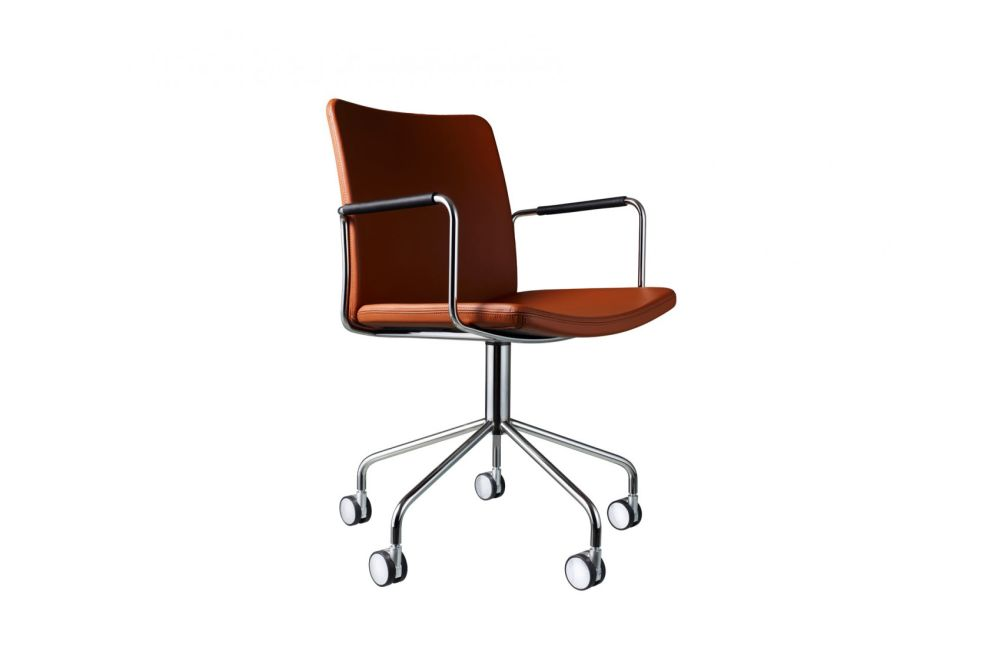 https://res.cloudinary.com/clippings/image/upload/t_big/dpr_auto,f_auto,w_auto/v1534318654/products/stella-wheel-base-armchair-chrome-steel-elmo-soft-33004-swedese-broberg-ridderstr%C3%A5le-clippings-10707181.jpg