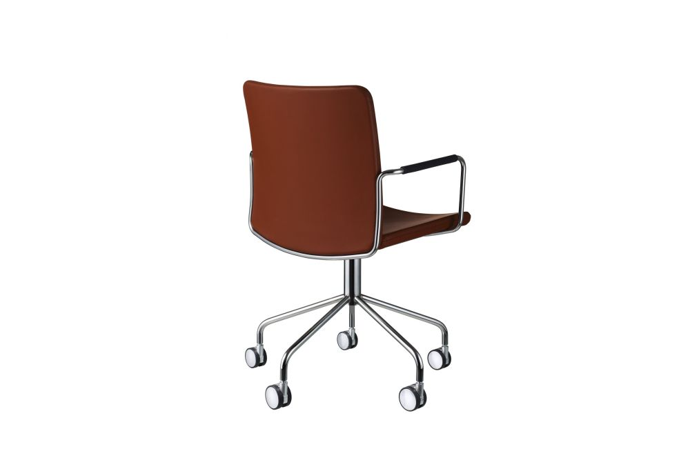 https://res.cloudinary.com/clippings/image/upload/t_big/dpr_auto,f_auto,w_auto/v1534318728/products/stella-wheel-base-armchair-swedese-broberg-ridderstr%C3%A5le-clippings-10707341.jpg