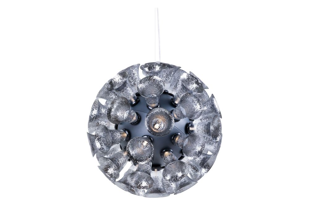 https://res.cloudinary.com/clippings/image/upload/t_big/dpr_auto,f_auto,w_auto/v1537876914/products/chalice-pendant-light-moooi-edward-van-vliet-clippings-10981551.jpg