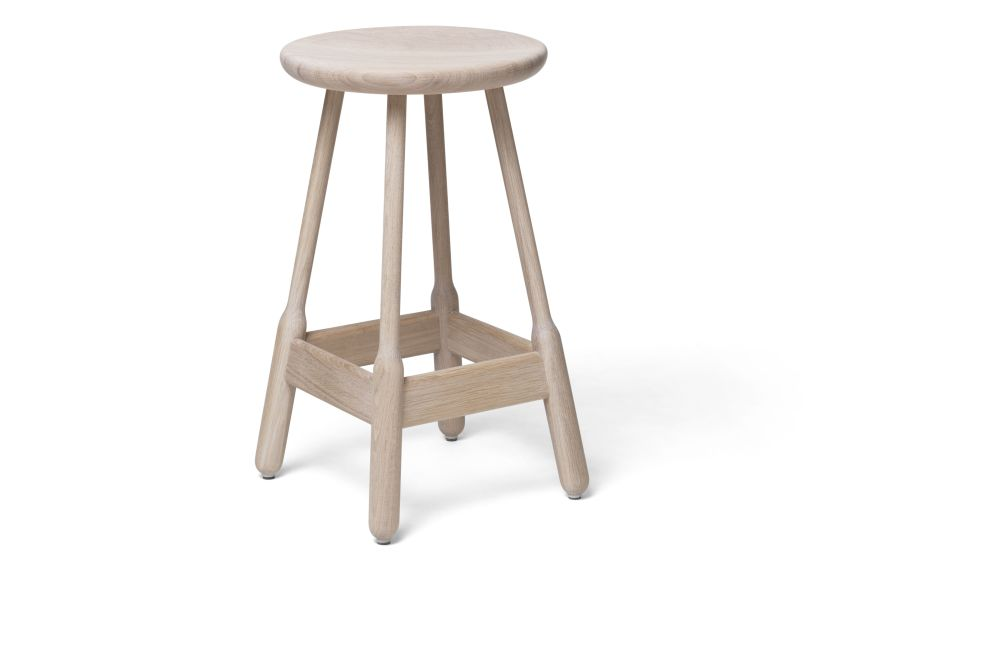https://res.cloudinary.com/clippings/image/upload/t_big/dpr_auto,f_auto,w_auto/v1538714036/products/albert-bar-stool-massproductions-clippings-11002661.jpg