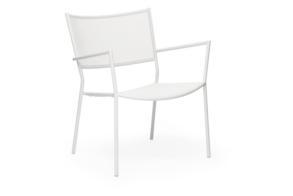 https://res.cloudinary.com/clippings/image/upload/t_big/dpr_auto,f_auto,w_auto/v1538727641/products/jig-mesh-easy-chair-massproductions-clippings-11004741.jpg