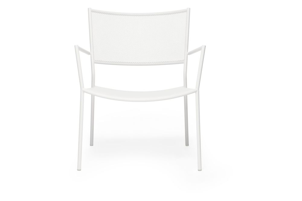 https://res.cloudinary.com/clippings/image/upload/t_big/dpr_auto,f_auto,w_auto/v1538727645/products/jig-mesh-easy-chair-massproductions-clippings-11004761.jpg