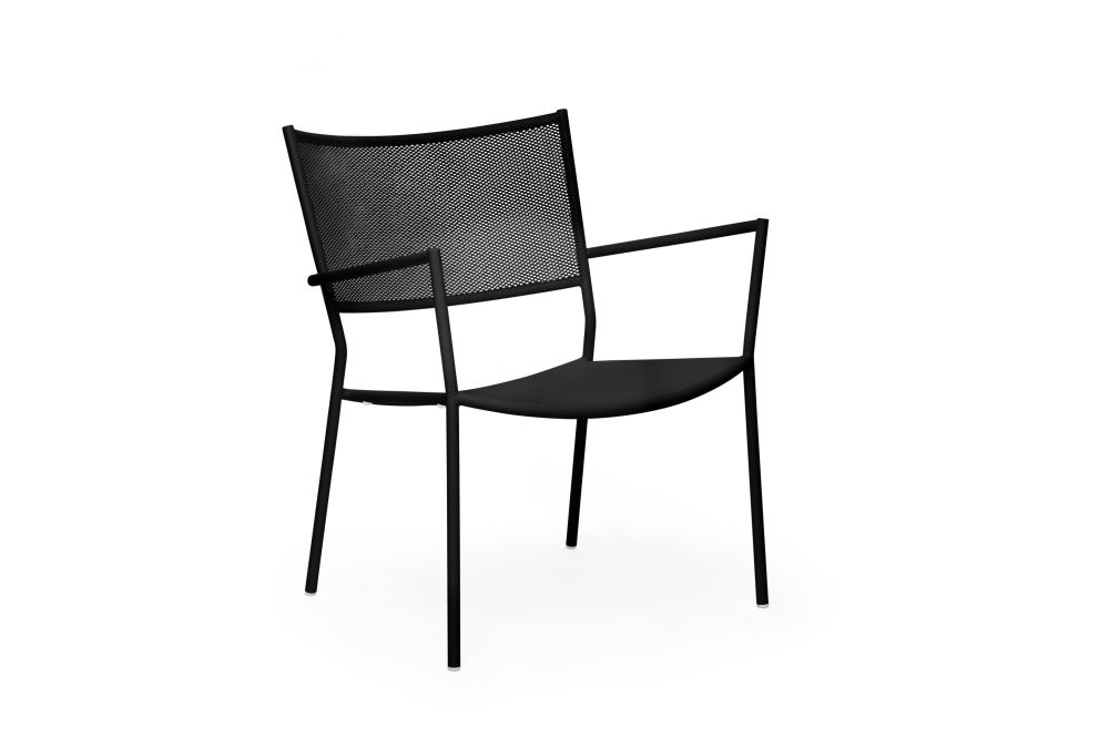 https://res.cloudinary.com/clippings/image/upload/t_big/dpr_auto,f_auto,w_auto/v1538727657/products/jig-mesh-easy-chair-massproductions-clippings-11004831.jpg