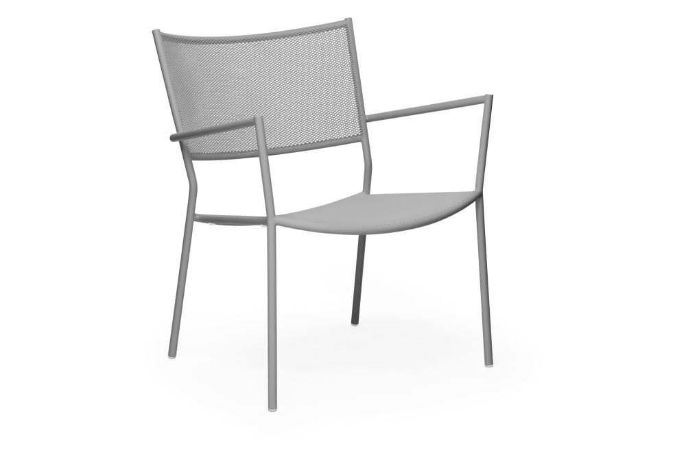 https://res.cloudinary.com/clippings/image/upload/t_big/dpr_auto,f_auto,w_auto/v1538727661/products/jig-mesh-easy-chair-massproductions-clippings-11004851.jpg