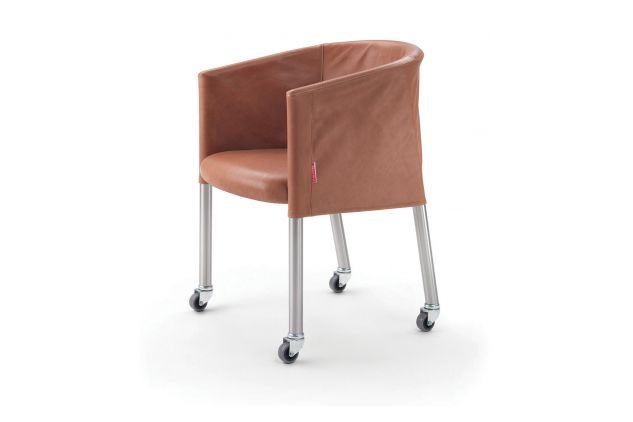 https://res.cloudinary.com/clippings/image/upload/t_big/dpr_auto,f_auto,w_auto/v1540980315/products/mixer-short-cover-armchair-with-castors-flexform-flexform-clippings-11107664.jpg