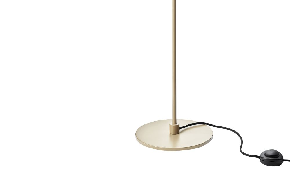 https://res.cloudinary.com/clippings/image/upload/t_big/dpr_auto,f_auto,w_auto/v1541579086/products/blossi-floor-lamp-nuura-clippings-11111948.jpg