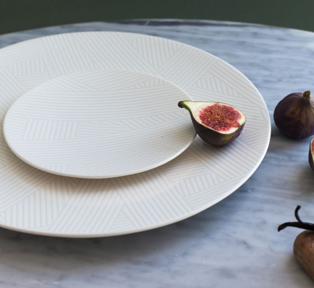 OBLIQUE  LARGE COUPE PLATE | WHITE by CUSTHOM