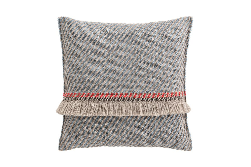 https://res.cloudinary.com/clippings/image/upload/t_big/dpr_auto,f_auto,w_auto/v1544696974/products/garden-layers-big-cushion-gan-patricia-urquiola-clippings-11128686.jpg