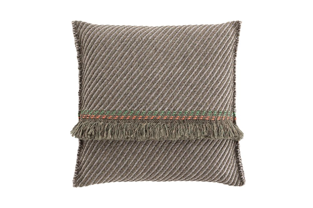 https://res.cloudinary.com/clippings/image/upload/t_big/dpr_auto,f_auto,w_auto/v1544697011/products/garden-layers-big-cushion-gan-patricia-urquiola-clippings-11128688.jpg