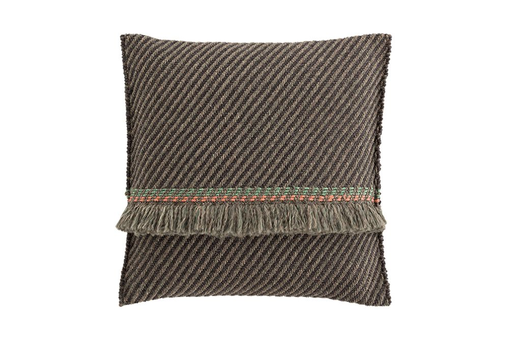 https://res.cloudinary.com/clippings/image/upload/t_big/dpr_auto,f_auto,w_auto/v1544697019/products/garden-layers-big-cushion-gan-patricia-urquiola-clippings-11128689.jpg