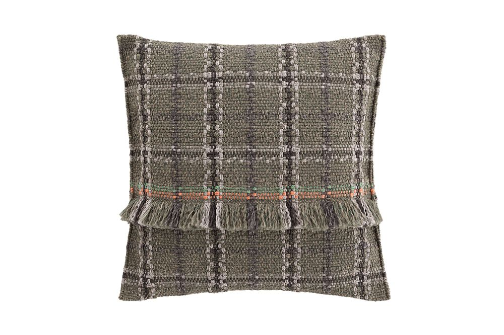 https://res.cloudinary.com/clippings/image/upload/t_big/dpr_auto,f_auto,w_auto/v1544697024/products/garden-layers-big-cushion-gan-patricia-urquiola-clippings-11128690.jpg