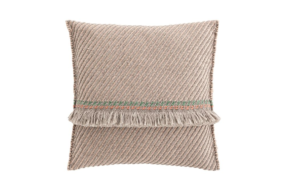 https://res.cloudinary.com/clippings/image/upload/t_big/dpr_auto,f_auto,w_auto/v1544697038/products/garden-layers-big-cushion-gan-patricia-urquiola-clippings-11128691.jpg