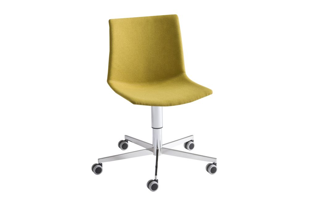 https://res.cloudinary.com/clippings/image/upload/t_big/dpr_auto,f_auto,w_auto/v1544773557/products/kanvas-5r-front-upholstered-swivel-chair-with-castors-set-of-4-00-white-simil-leather-aurea-1-gaber-stefano-sandon%C3%A0-clippings-11128632.jpg
