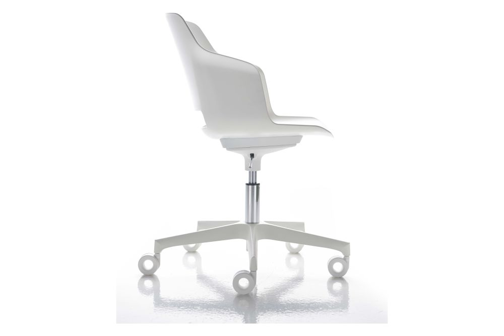 https://res.cloudinary.com/clippings/image/upload/t_big/dpr_auto,f_auto,w_auto/v1546413905/products/clop-chair-on-castors-diemme-dorigodesign-clippings-11131696.jpg