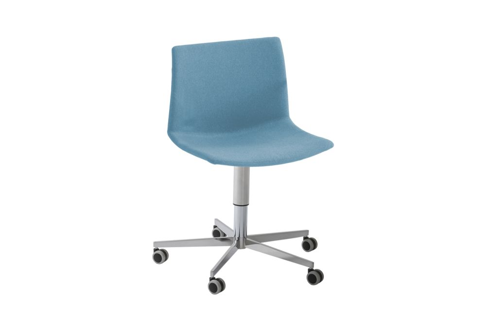 https://res.cloudinary.com/clippings/image/upload/t_big/dpr_auto,f_auto,w_auto/v1546587146/products/kanvas-2-5r-front-upholstered-swivel-chair-with-castors-set-of-4-00-white-simil-leather-aurea-1-gaber-stefano-sandon%C3%A0-clippings-11131773.jpg