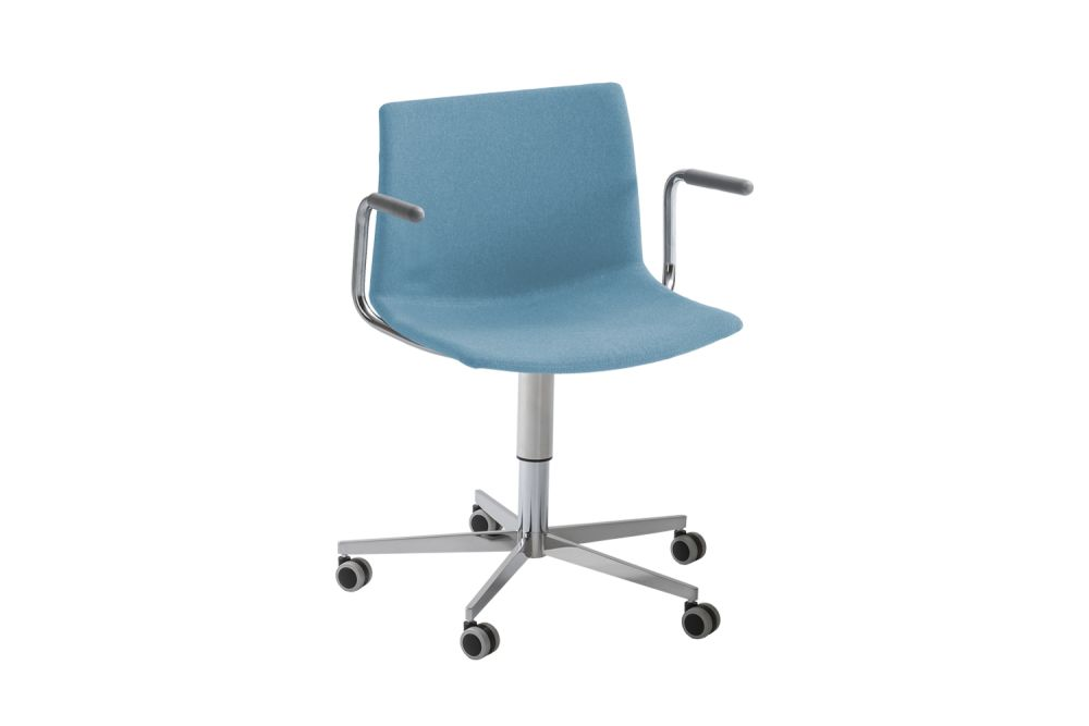 https://res.cloudinary.com/clippings/image/upload/t_big/dpr_auto,f_auto,w_auto/v1546588066/products/kanvas-2-5r-br-front-upholstered-swivel-chair-with-arms-and-castors-set-of-4-00-white-simil-leather-aurea-1-gaber-stefano-sandon%C3%A0-clippings-11131775.jpg