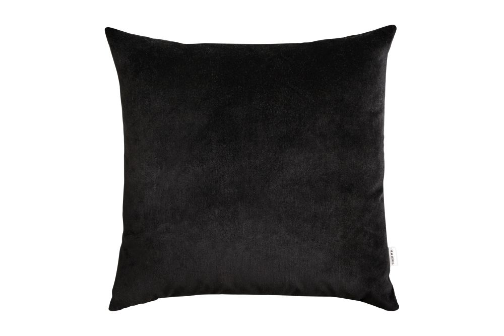 https://res.cloudinary.com/clippings/image/upload/t_big/dpr_auto,f_auto,w_auto/v1548325486/products/velvet-cushion-new-works-malene-birger-clippings-11137725.jpg