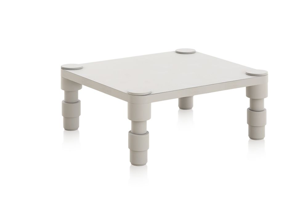 https://res.cloudinary.com/clippings/image/upload/t_big/dpr_auto,f_auto,w_auto/v1548685835/products/garden-layers-side-table-gan-patricia-urquiola-clippings-11138916.jpg