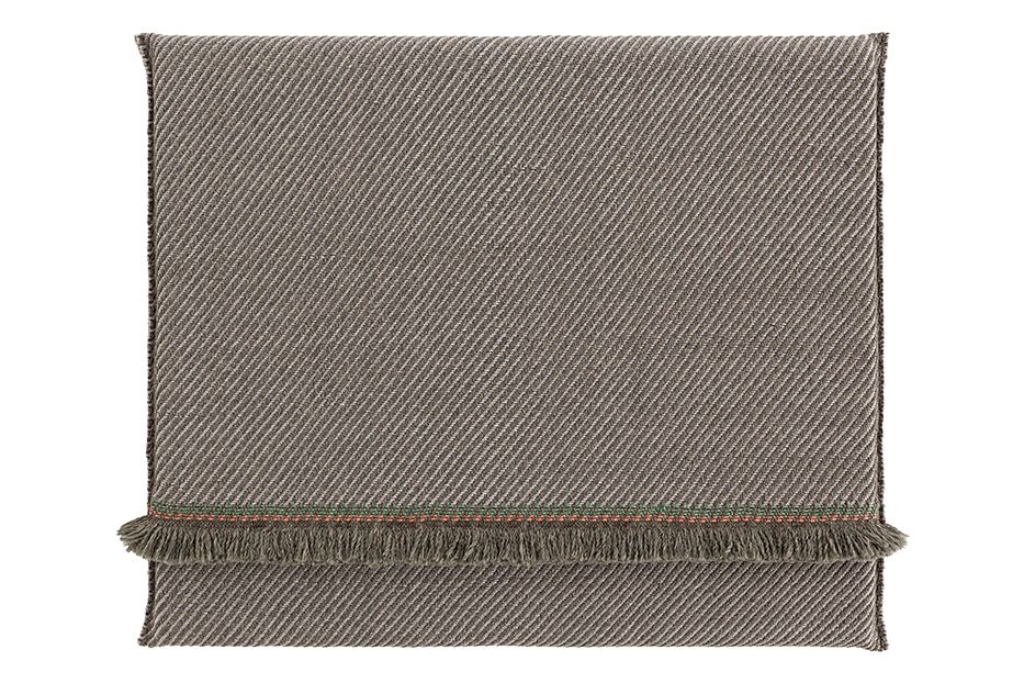 https://res.cloudinary.com/clippings/image/upload/t_big/dpr_auto,f_auto,w_auto/v1548687190/products/garden-layers-rug-gan-patricia-urquiola-clippings-11138934.jpg