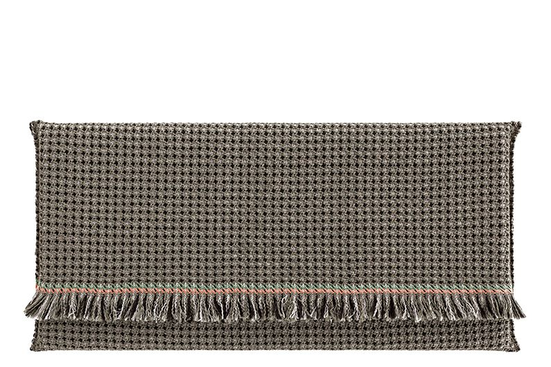 https://res.cloudinary.com/clippings/image/upload/t_big/dpr_auto,f_auto,w_auto/v1548687402/products/garden-layers-rug-gan-patricia-urquiola-clippings-11138941.jpg