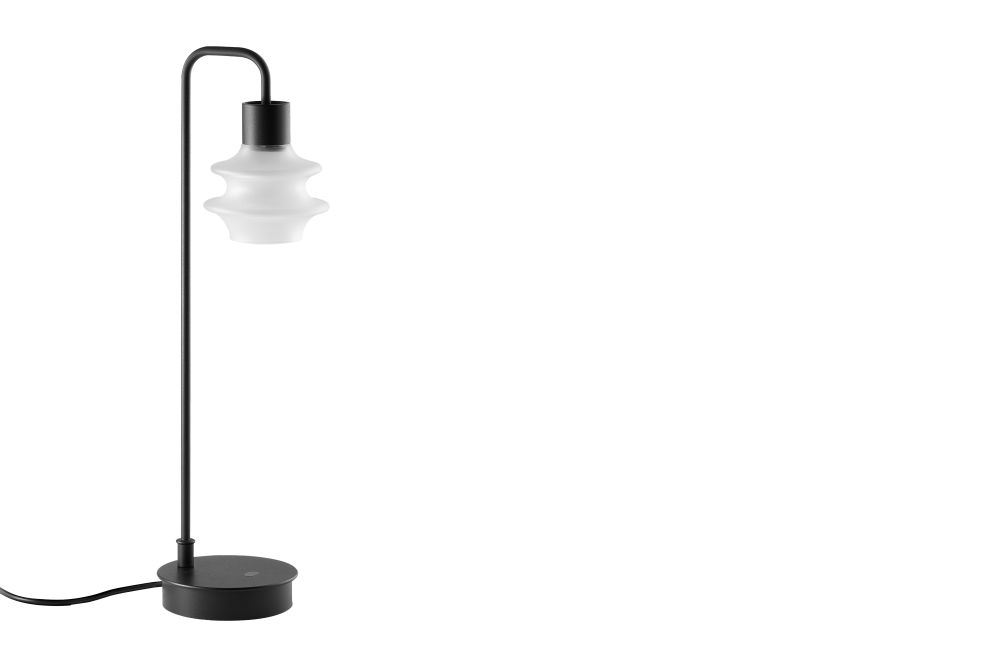 https://res.cloudinary.com/clippings/image/upload/t_big/dpr_auto,f_auto,w_auto/v1548914707/products/drop-m-table-lamp-bover-christophe-mathieu-clippings-11140016.jpg