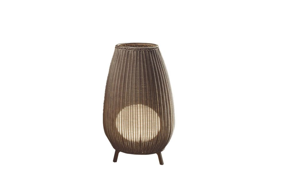 https://res.cloudinary.com/clippings/image/upload/t_big/dpr_auto,f_auto,w_auto/v1549001322/products/amphora-floor-lamp-bover-alex-fern%C3%A1ndez-camps-gonzalo-mil%C3%A1-clippings-11139566.jpg