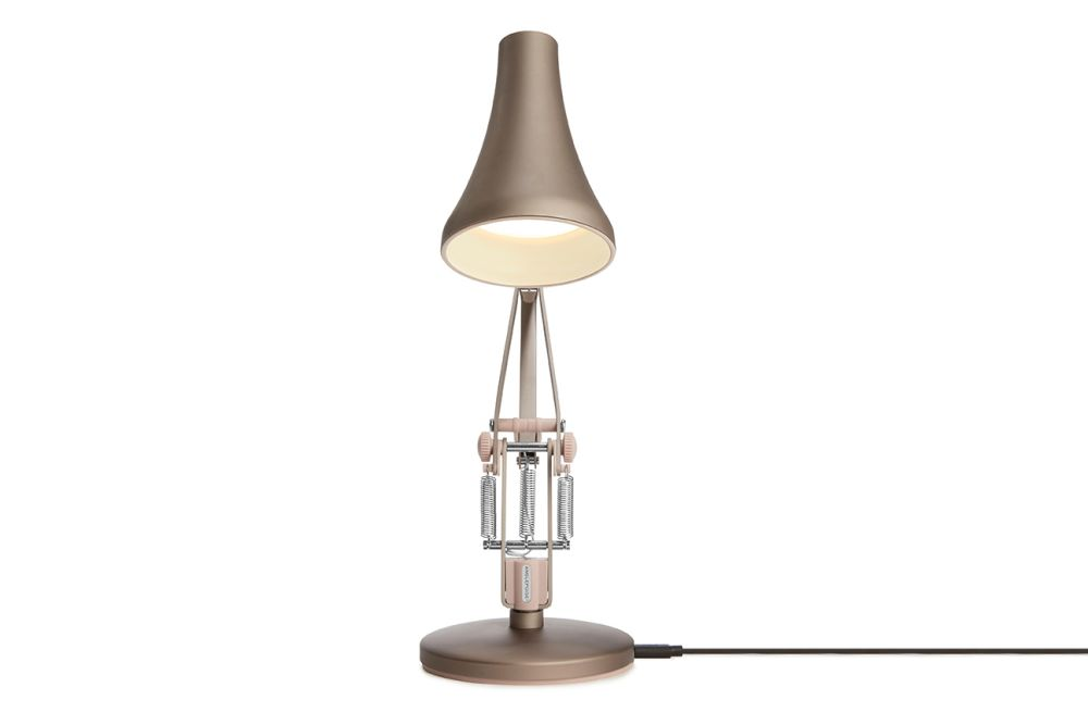 https://res.cloudinary.com/clippings/image/upload/t_big/dpr_auto,f_auto,w_auto/v1549011675/products/90-mini-mini-desk-lamp-anglepoise-anglepoise-clippings-11140382.jpg