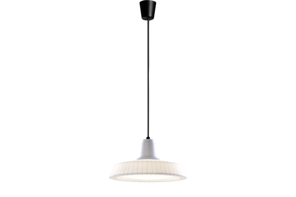 https://res.cloudinary.com/clippings/image/upload/t_big/dpr_auto,f_auto,w_auto/v1549508807/products/marietta-s32-outdoor-pendant-light-bover-joana-bover-clippings-11141466.jpg