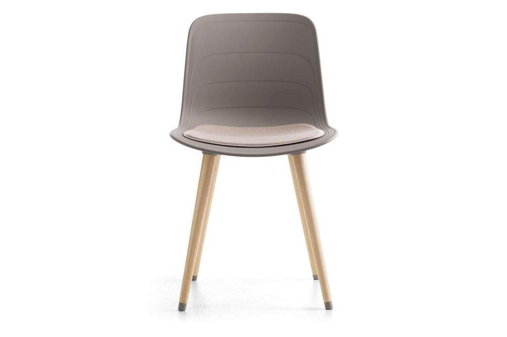 https://res.cloudinary.com/clippings/image/upload/t_big/dpr_auto,f_auto,w_auto/v1552564417/products/grade-dining-chair-wood-base-with-seat-pad-lammhults-johannes-foersom-peter-hiort-lorenzen-clippings-11161410.jpg