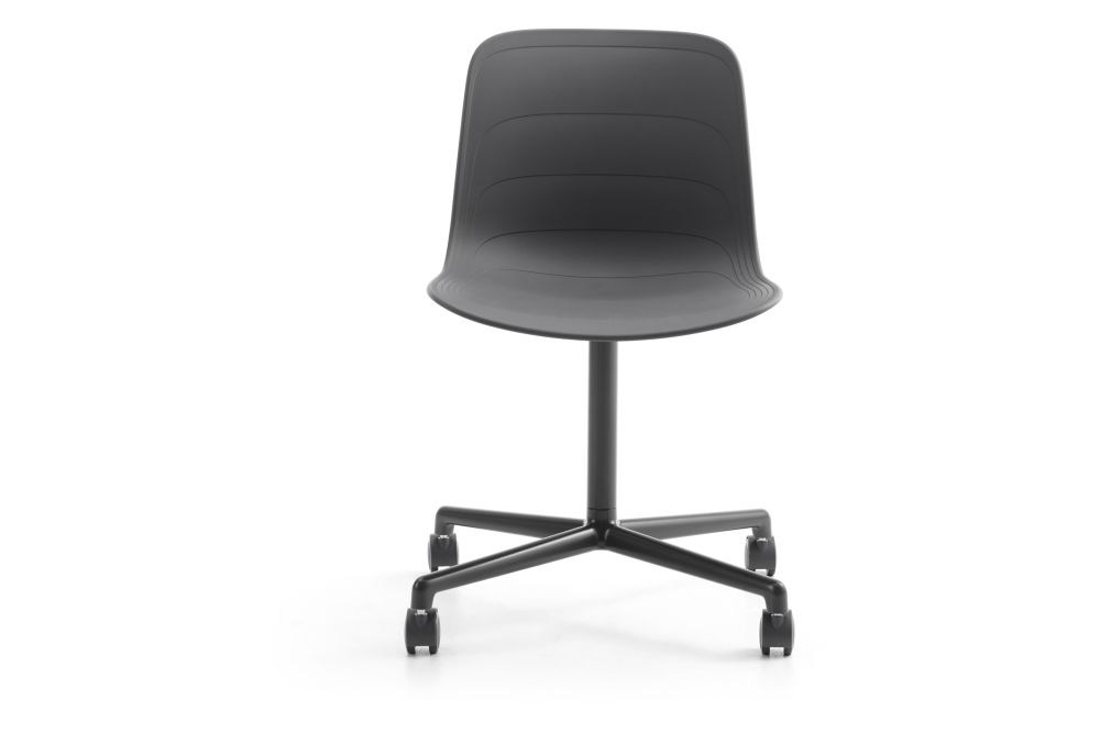 https://res.cloudinary.com/clippings/image/upload/t_big/dpr_auto,f_auto,w_auto/v1552978568/products/grade-swivel-chair-4-star-base-on-castors-lammhults-johannes-foersom-peter-hiort-lorenzen-clippings-11168494.jpg