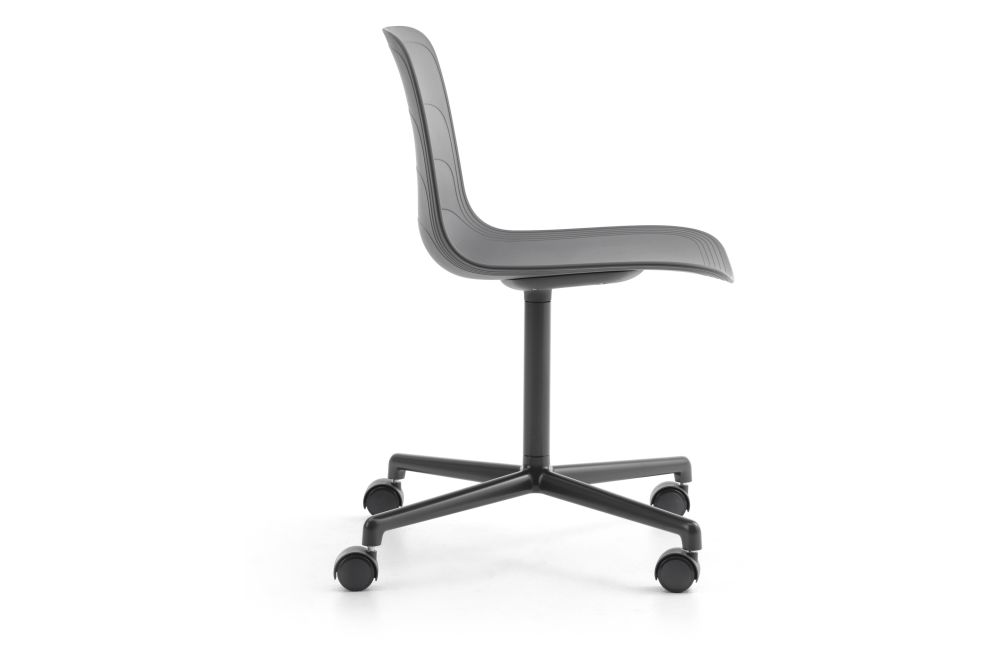 https://res.cloudinary.com/clippings/image/upload/t_big/dpr_auto,f_auto,w_auto/v1552978570/products/grade-swivel-chair-4-star-base-on-castors-lammhults-johannes-foersom-peter-hiort-lorenzen-clippings-11168495.jpg