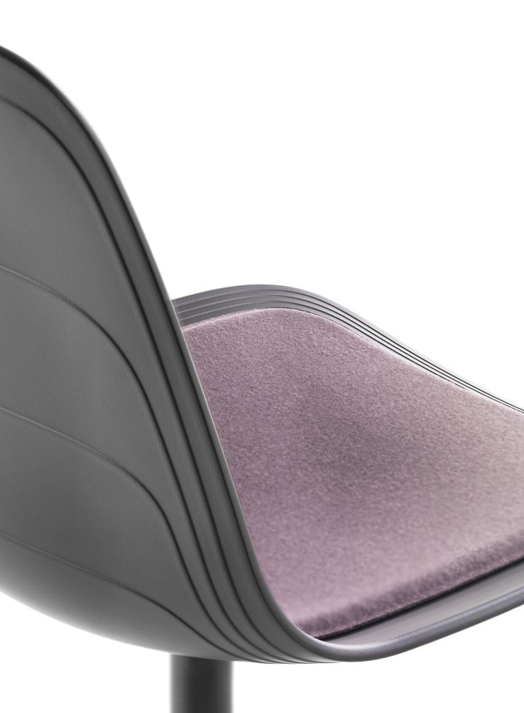 https://res.cloudinary.com/clippings/image/upload/t_big/dpr_auto,f_auto,w_auto/v1552979349/products/grade-swivel-chair-with-seat-pad-4-star-base-on-glides-lammhults-johannes-foersom-peter-hiort-lorenzen-clippings-11168497.jpg