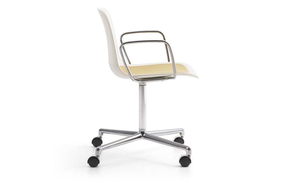 https://res.cloudinary.com/clippings/image/upload/t_big/dpr_auto,f_auto,w_auto/v1552982103/products/grade-swivel-armchair-with-seat-pad-polished-4-star-base-on-castors-lammhults-johannes-foersom-peter-hiort-lorenzen-clippings-11168528.jpg