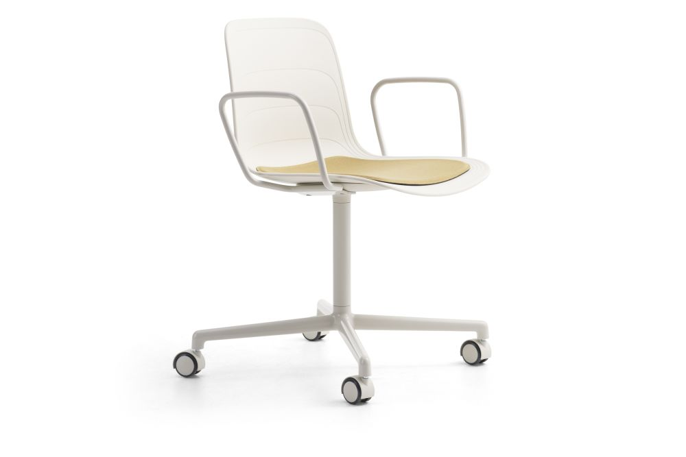 https://res.cloudinary.com/clippings/image/upload/t_big/dpr_auto,f_auto,w_auto/v1552982420/products/grade-swivel-armchair-with-seat-pad-4-star-base-on-castors-lammhults-johannes-foersom-peter-hiort-lorenzen-clippings-11168538.jpg