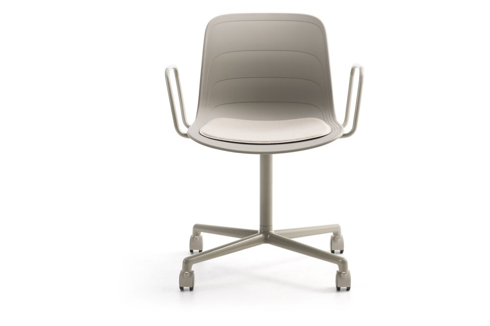 https://res.cloudinary.com/clippings/image/upload/t_big/dpr_auto,f_auto,w_auto/v1552982423/products/grade-swivel-armchair-with-seat-pad-4-star-base-on-castors-lammhults-johannes-foersom-peter-hiort-lorenzen-clippings-11168543.jpg