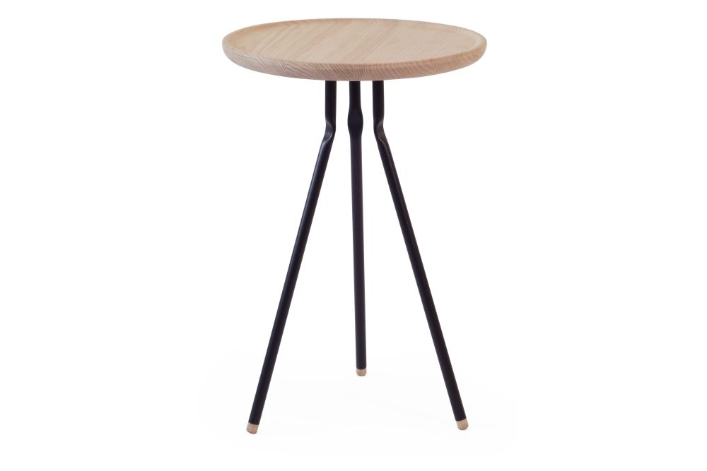https://res.cloudinary.com/clippings/image/upload/t_big/dpr_auto,f_auto,w_auto/v1553261159/products/bend-side-table-ubikubi-drago%C8%99-motica-clippings-11170804.jpg