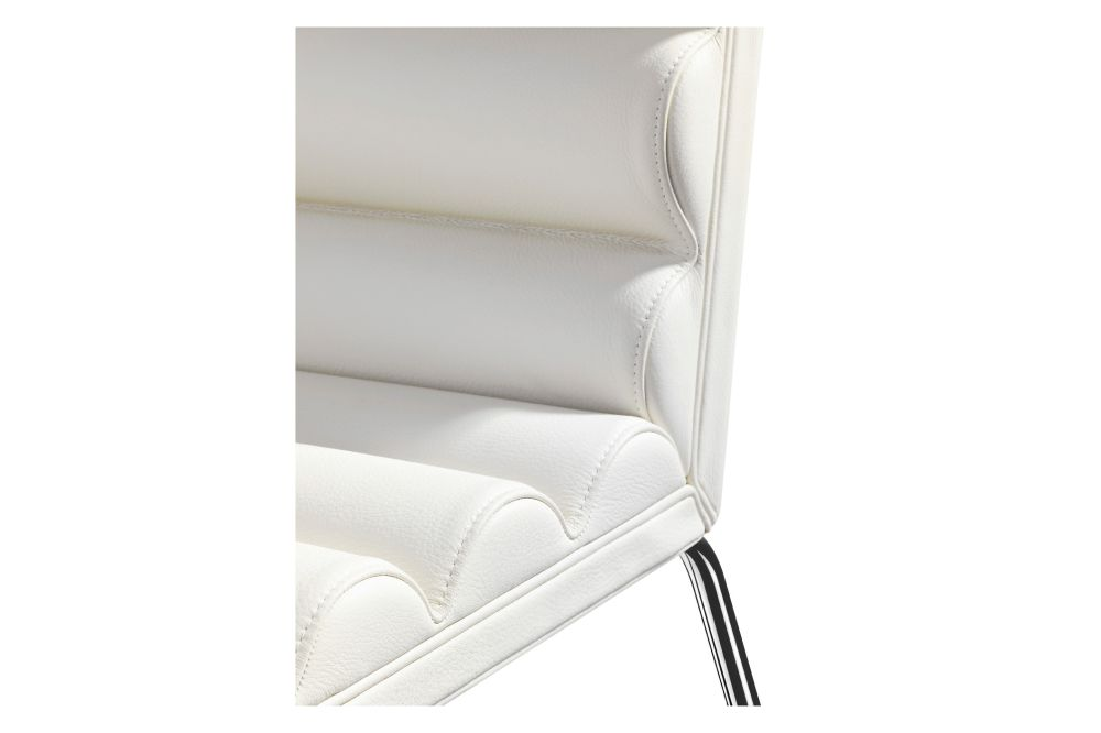 https://res.cloudinary.com/clippings/image/upload/t_big/dpr_auto,f_auto,w_auto/v1553755925/products/chicago-easy-chair-lammhults-gunilla-allard-clippings-11173329.jpg