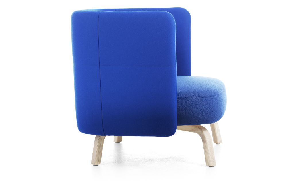 https://res.cloudinary.com/clippings/image/upload/t_big/dpr_auto,f_auto,w_auto/v1553771394/products/portus-easy-chair-lammhults-johannes-foersom-clippings-11173917.jpg