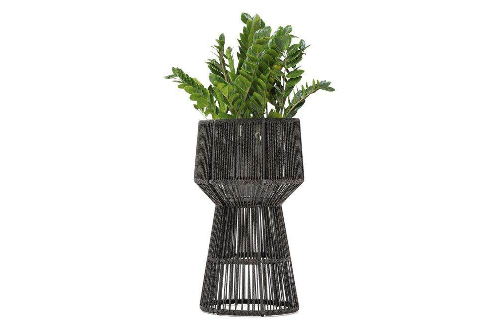 https://res.cloudinary.com/clippings/image/upload/t_big/dpr_auto,f_auto,w_auto/v1554824476/products/tibidabo-loop-flower-pot-varaschin-calvi-brambilla-clippings-11185629.jpg
