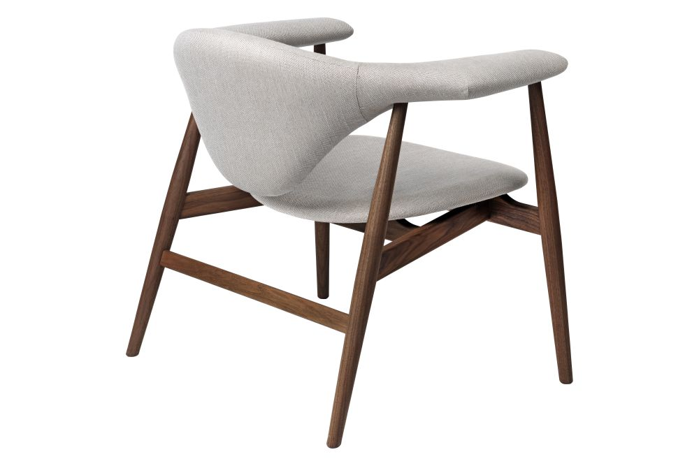 https://res.cloudinary.com/clippings/image/upload/t_big/dpr_auto,f_auto,w_auto/v1554984357/products/masculo-lounge-chair-fully-upholstered-wood-base-gubi-gamfratesi-clippings-11186466.jpg
