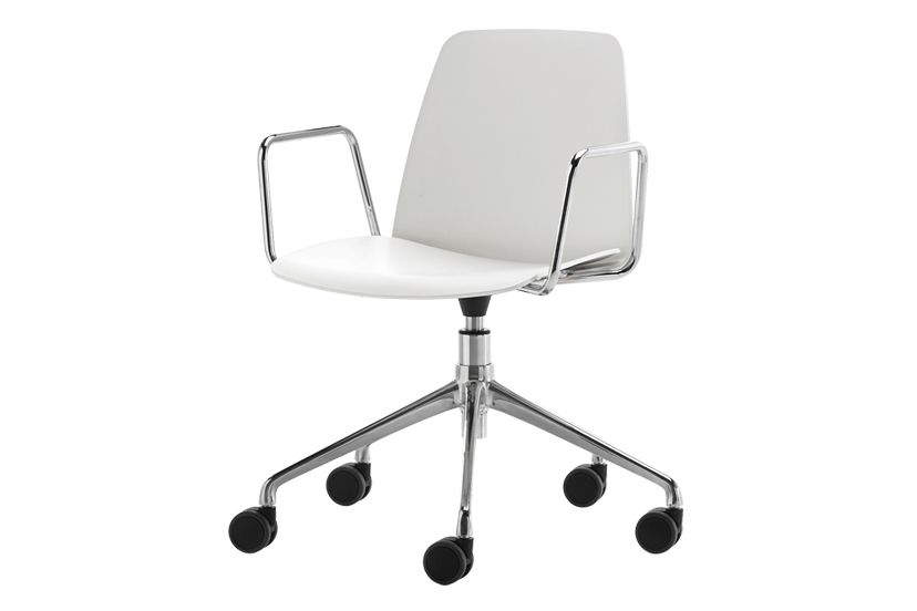 https://res.cloudinary.com/clippings/image/upload/t_big/dpr_auto,f_auto,w_auto/v1555308694/products/unnia-armchair-5-aluminum-spoke-swivel-base-on-castors-inclass-simon-pengelly-clippings-11187118.jpg