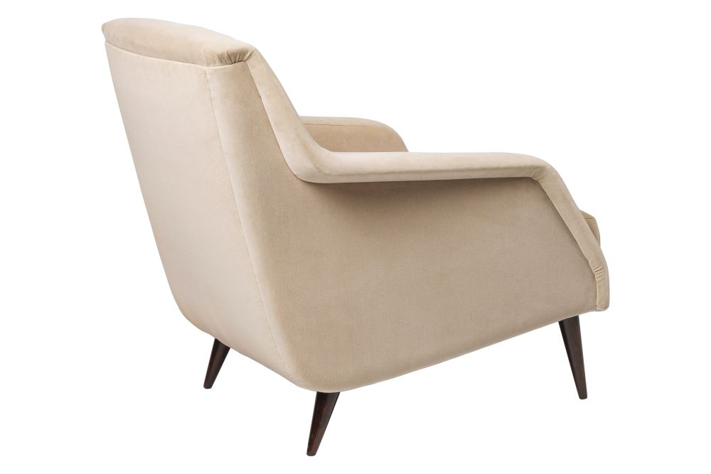 https://res.cloudinary.com/clippings/image/upload/t_big/dpr_auto,f_auto,w_auto/v1556031440/products/cdc1-lounge-chair-fully-upholstered-wood-base-gubi-carlo-de-carli-clippings-11190759.jpg